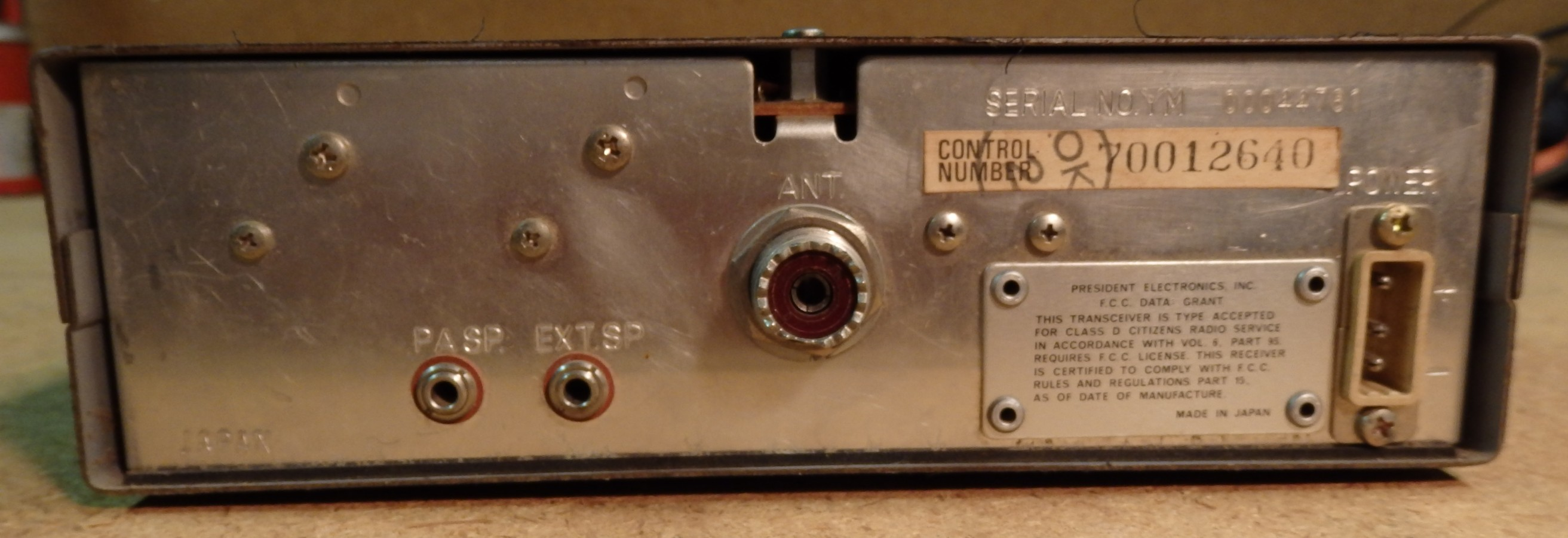 PRESIDENT GRANT 40 CHANNEL AM / SINGLE SIDE BAND CB TRANSCEIVER